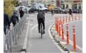 В Киеве впервые устроили пластиковый бордюр, который физически защищает велосипедиста